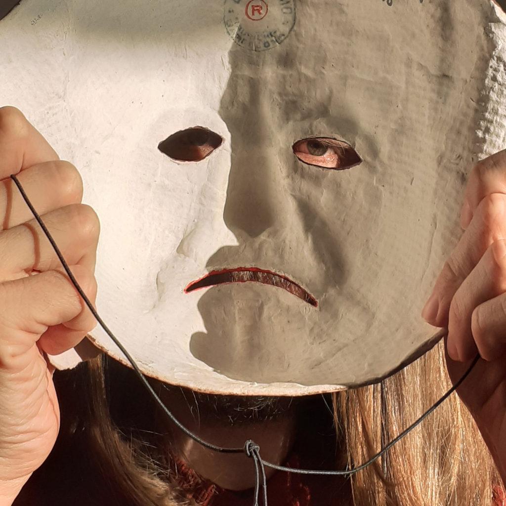 Face masquée par Saralisa Pegorier et Julien Lauber